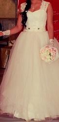 Продам свадебное платье очень красивое. Цена Договорная.