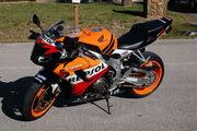мотоцикл спортивного типа