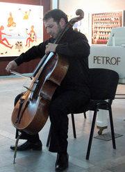 виолончель в хорошем состоянии